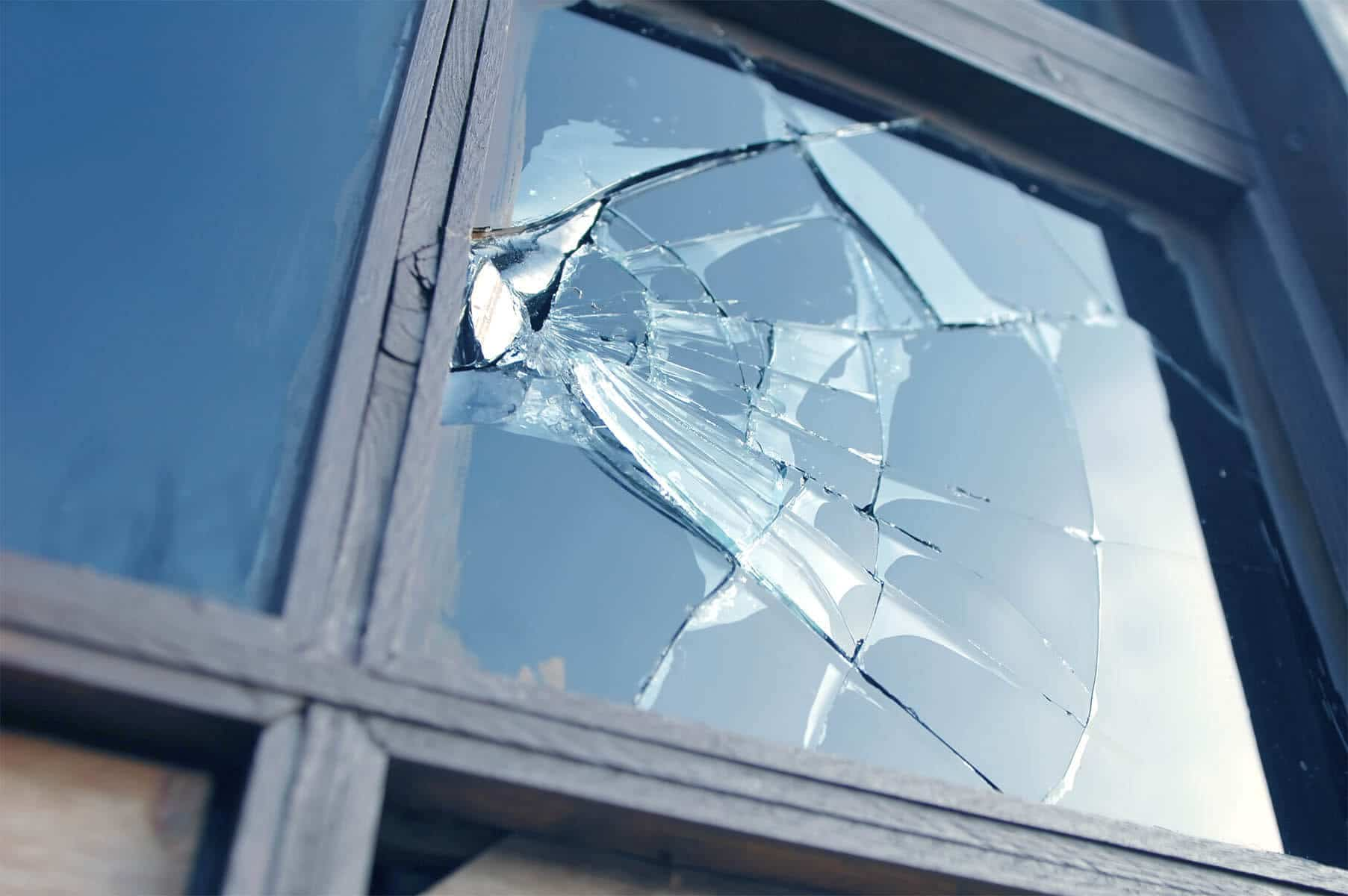 broken window glass replacement services